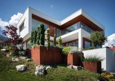 Elle Maison – Costruzione di design immersa nel cuore delle Alpi al confine tra Francia e Svizzera